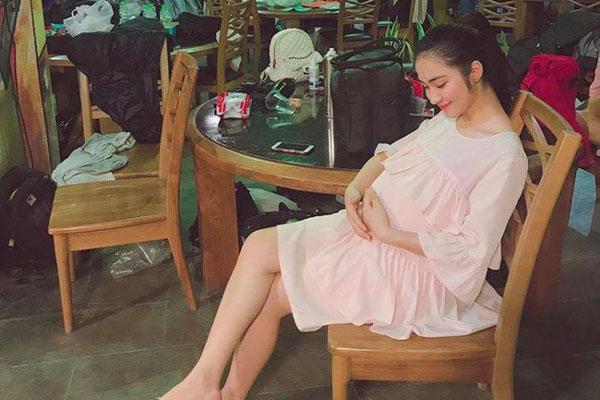 Đại diện Hòa Minzy chính thức lên tiếng về thông tin bí mật sinh con
