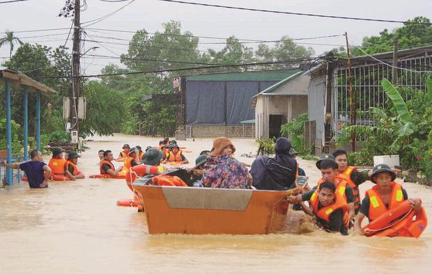 Tiếp bước Thuỷ Tiên, MC Trấn Thành xung phong đóng góp 300 triệu đồng, kêu gọi và quyết định đến miền Trung cứu trợ-2