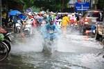 Dự báo thời tiết 17/10: Miền Trung mưa xối xả và còn kéo dài-2