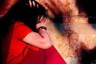 Đang trên đường về nhà, bé gái 8 tuổi bị tên biến thái bắt cóc và thực hiện hành vi dâm ô ngay tại nhà vệ sinh công cộng
