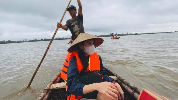 Thuỷ Tiên viết tâm thư giữa tâm lũ miền Trung: Đã kêu gọi được 30 tỷ, kể lại biến cố thuyền suýt lật nguy hiểm tính mạng-1
