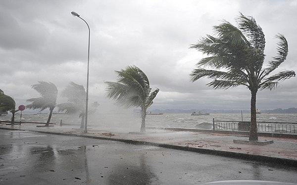 Áp thấp nhiệt đới mạnh dần lên khi đổ bộ vào đất liền, các tỉnh Trung Bộ tiếp tục mưa to đến rất to nhiều ngày-1