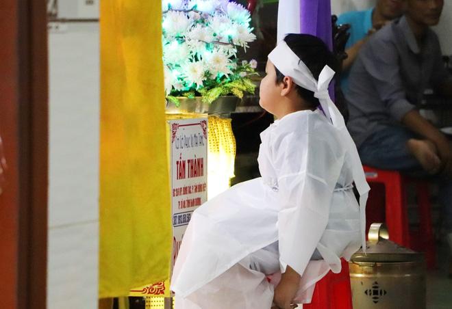 Tang lễ đẫm nước mắt của hiệp sĩ tử vong lúc truy đuổi tội phạm ở Biên Hòa: Vợ mang song thai thẫn thờ bên linh cữu chồng-2
