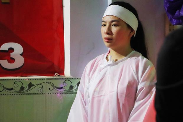 Tang lễ đẫm nước mắt của hiệp sĩ tử vong lúc truy đuổi tội phạm ở Biên Hòa: Vợ mang song thai thẫn thờ bên linh cữu chồng-3