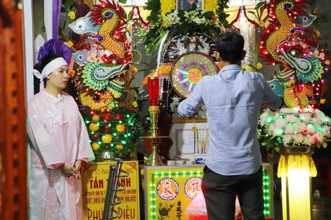 Tang lễ đẫm nước mắt của hiệp sĩ tử vong lúc truy đuổi tội phạm ở Biên Hòa: Vợ mang song thai thẫn thờ bên linh cữu chồng-4