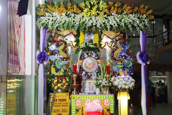 Tang lễ đẫm nước mắt của hiệp sĩ tử vong lúc truy đuổi tội phạm ở Biên Hòa: Vợ mang song thai thẫn thờ bên linh cữu chồng-5