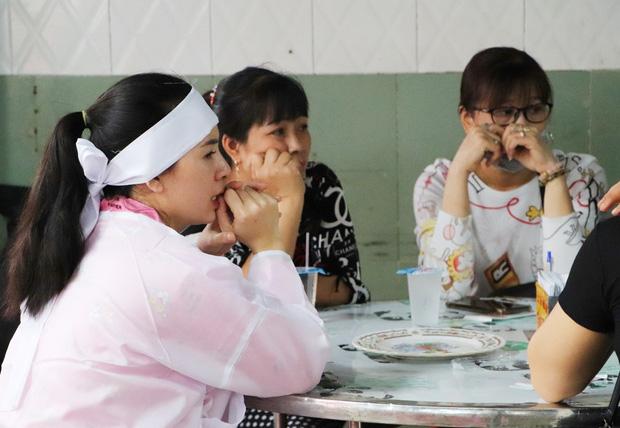 Tang lễ đẫm nước mắt của hiệp sĩ tử vong lúc truy đuổi tội phạm ở Biên Hòa: Vợ mang song thai thẫn thờ bên linh cữu chồng-6