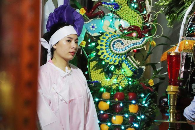 Tang lễ đẫm nước mắt của hiệp sĩ tử vong lúc truy đuổi tội phạm ở Biên Hòa: Vợ mang song thai thẫn thờ bên linh cữu chồng-9