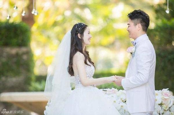 2 mỹ nữ cưới chồng gấp đôi tuổi bị mang tiếng đào mỏ, có số phận trái ngược nhau-6