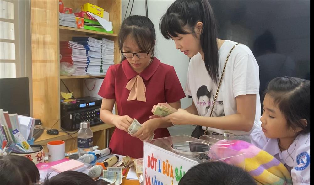 Cậu bé tiểu học gây choáng khi quyên góp được 102 triệu cứu trợ miền Trung, thân thế không vừa-5
