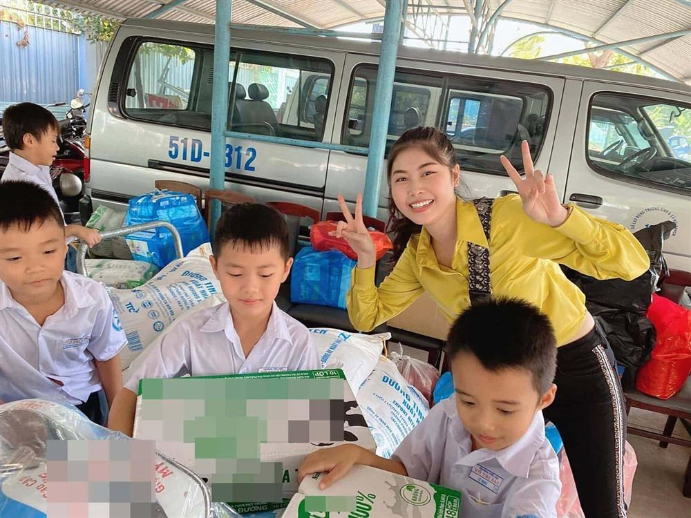 Cậu bé tiểu học gây choáng khi quyên góp được 102 triệu cứu trợ miền Trung, thân thế không vừa-10