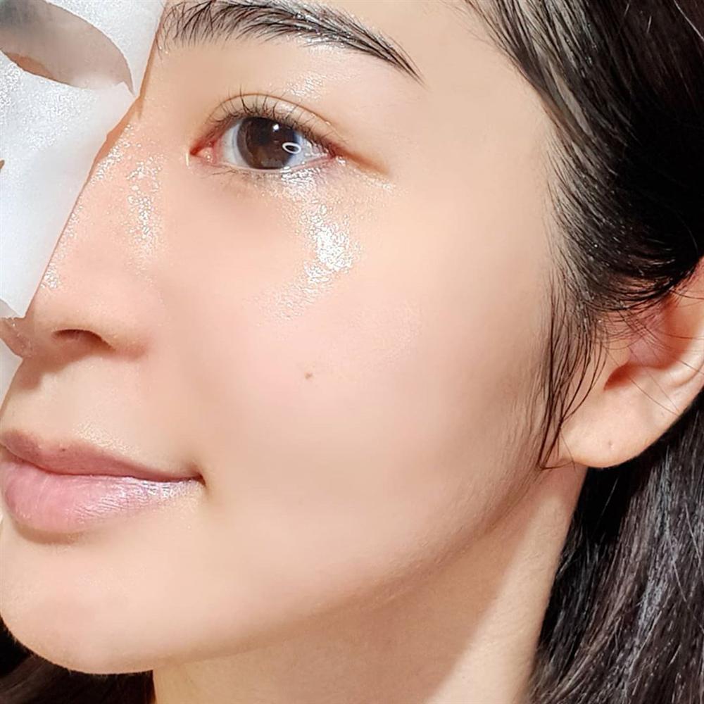 Để da không bị sần mốc khi makeup mùa lạnh, chị em nên học 5 chiêu của gái Hàn-2