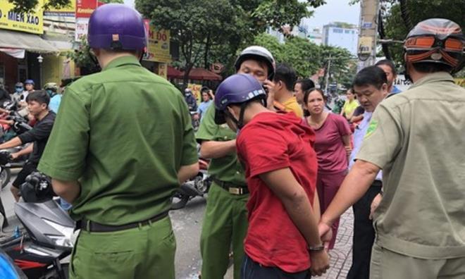 Cướp giật bị bắt, thanh niên khóc lóc xin tha vì vợ mới sinh 3 tháng-1