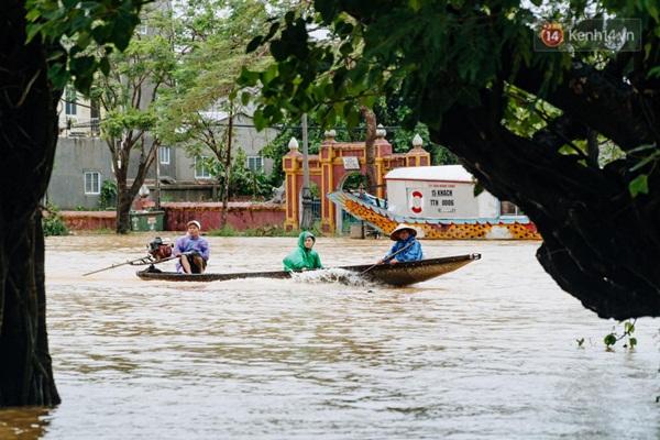 """Mất điện, nước lũ gây ngập nặng, người dân Huế kiệt sức: Chưa có năm nào khắc nghiệt như năm nay""""-1"""
