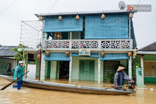 """Mất điện, nước lũ gây ngập nặng, người dân Huế kiệt sức: Chưa có năm nào khắc nghiệt như năm nay""""-5"""