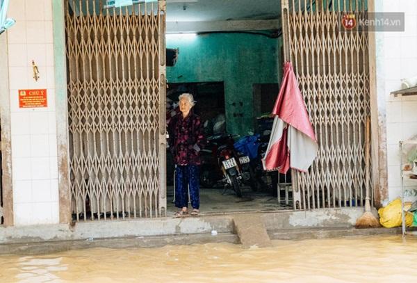 """Mất điện, nước lũ gây ngập nặng, người dân Huế kiệt sức: Chưa có năm nào khắc nghiệt như năm nay""""-6"""