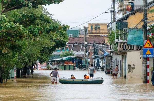 """Mất điện, nước lũ gây ngập nặng, người dân Huế kiệt sức: Chưa có năm nào khắc nghiệt như năm nay""""-16"""