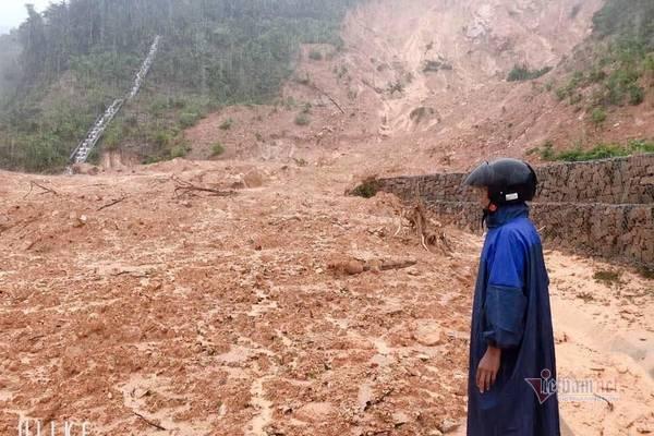 Sạt lở vùi lấp 22 cán bộ chiến sỹ ở Quảng Trị, tìm thấy 4 thi thể-14