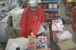 Tên trộm bỏ chạy khi bị phát hiện bẻ khóa xe máy-1