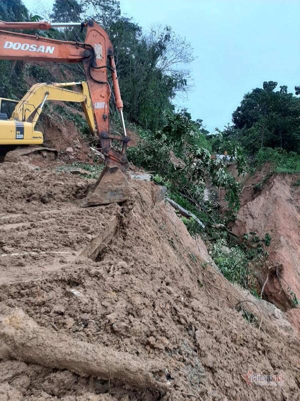 Sạt lở vùi lấp 22 cán bộ chiến sỹ ở Quảng Trị, tìm thấy 4 thi thể-12