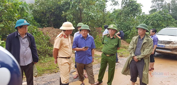 Sạt lở vùi lấp 22 cán bộ chiến sỹ ở Quảng Trị, tìm thấy 4 thi thể-8