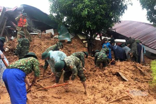 Sạt lở vùi lấp 22 cán bộ chiến sỹ ở Quảng Trị, tìm thấy 4 thi thể-10