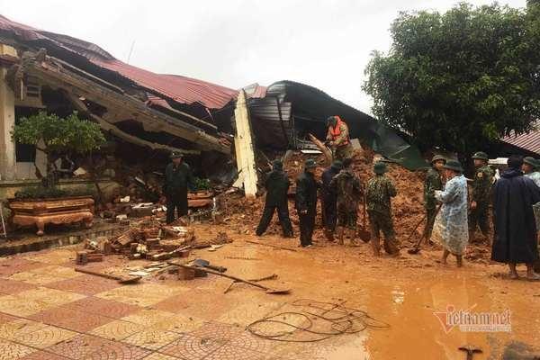 Sạt lở vùi lấp 22 cán bộ chiến sỹ ở Quảng Trị, tìm thấy 4 thi thể-11