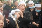 Người thân, đồng đội và hàng trăm người dân đội mưa, nghẹn ngào tiễn đưa các liệt sĩ hi sinh ở thủy điện Rào Trăng 3 về với đất mẹ-20