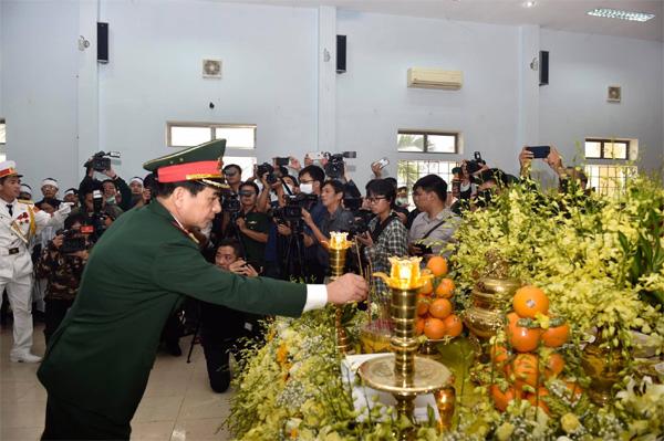 Sạt lở vùi lấp 22 cán bộ chiến sỹ ở Quảng Trị, tìm thấy 4 thi thể-9