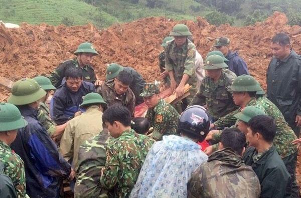Sạt lở vùi lấp 22 cán bộ chiến sỹ ở Quảng Trị, tìm thấy 4 thi thể-1