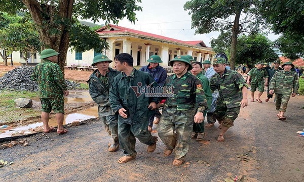 Sạt lở vùi lấp 22 cán bộ chiến sỹ ở Quảng Trị, tìm thấy 4 thi thể-2