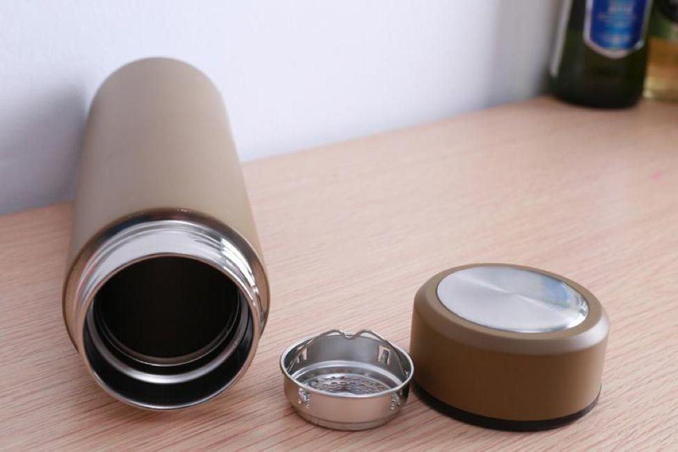 Dù cốc giữ nhiệt bẩn đến đâu, chỉ cần một mẹo nhỏ tất cả cặn trà đều sẽ trôi sạch-5