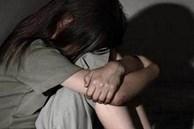 Nhiều lần cưỡng hiếp con gái và cháu gái vị thành niên, gã đàn ông được bà của nạn nhân bảo vệ hết mực với lý do đầy phẫn nộ