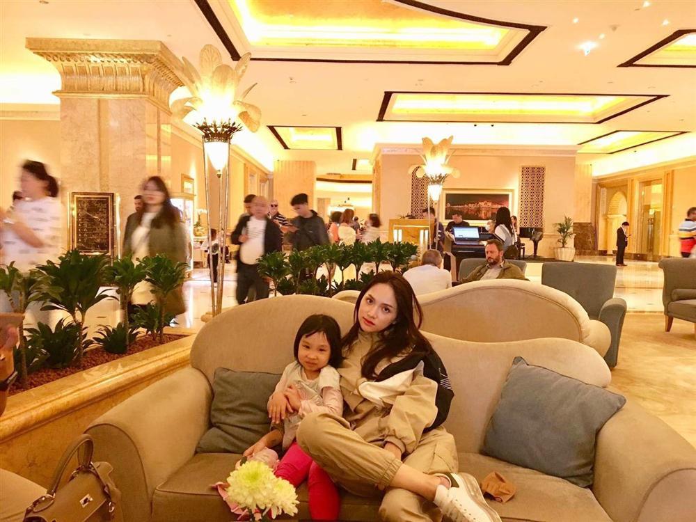 Chân dung người phụ nữ Hương Giang Idol mượn thân phận để nổi tiếng, sống lặng lẽ bên chồng con-6