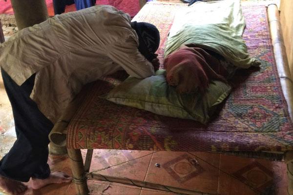 Vụ sạt lở đất khiến 6 người trong gia đình chết thảm: Một nạn nhân đang mang tha