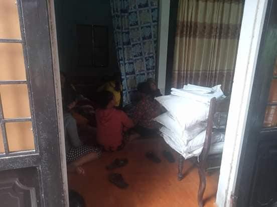Bé trai 2 tuổi rơi xuống nền nhà ngập nước lũ tử vong thương tâm ở Quảng Trị: Cha mẹ bàng hoàng chưa thể tin nổi...-1