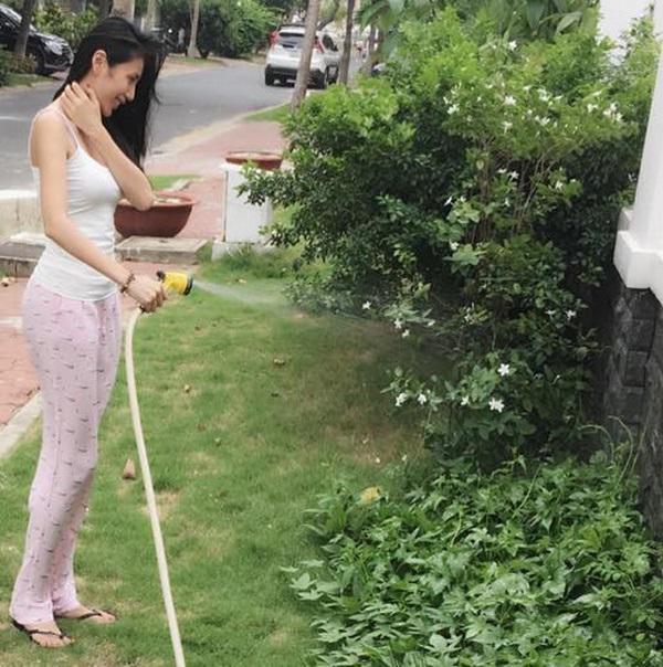 Không chỉ từ thiện khắp nơi, Thủy Tiên còn nổi tiếng thảo ăn, trồng rau được cho hết-8