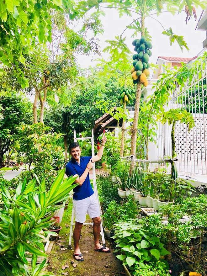 Không chỉ từ thiện khắp nơi, Thủy Tiên còn nổi tiếng thảo ăn, trồng rau được cho hết-10