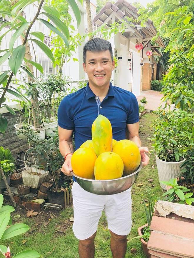 Không chỉ từ thiện khắp nơi, Thủy Tiên còn nổi tiếng thảo ăn, trồng rau được cho hết-11