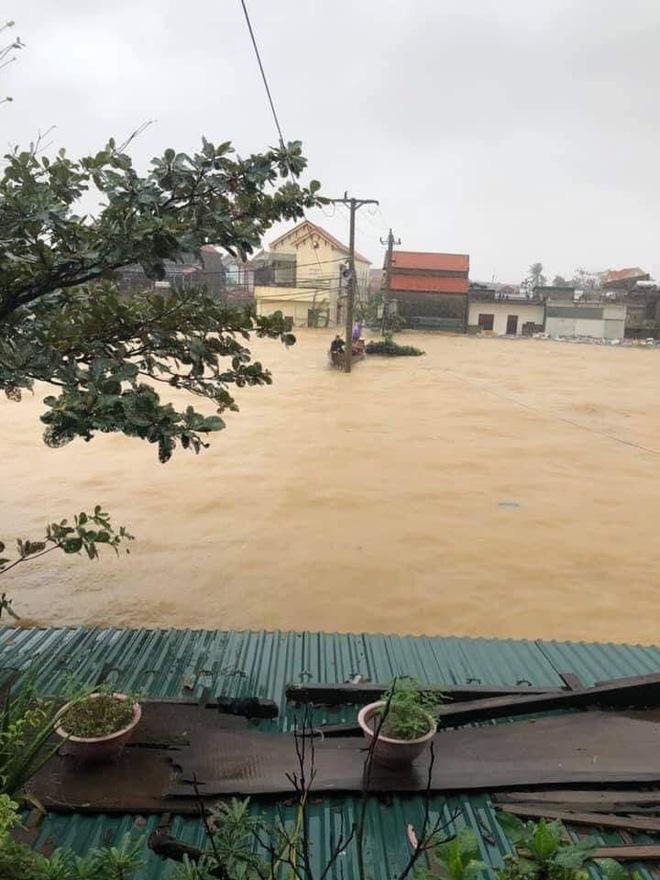 Quảng Bình: Nước lũ dâng cao, nhấn chìm nhà cửa, người dân kêu cứu giữa biển nước mênh mông-1