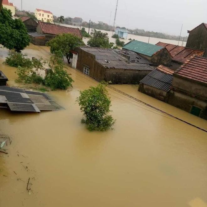 Quảng Bình: Nước lũ dâng cao, nhấn chìm nhà cửa, người dân kêu cứu giữa biển nước mênh mông-3