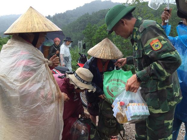 Quảng Bình: Nước lũ dâng cao, nhấn chìm nhà cửa, người dân kêu cứu giữa biển nước mênh mông-16