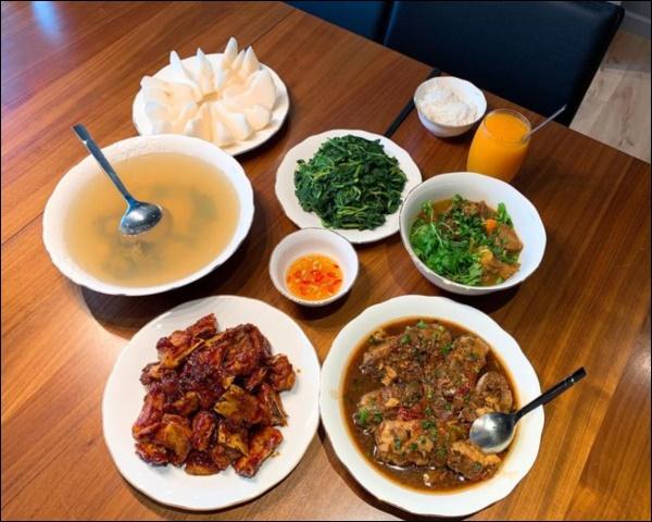 Vợ Thành Trung không chỉ khéo chăm con màcòn giỏi chiều chồng, nấu toàn món đưa cơm lại còn hợp thời tiết ngày lạnh-2