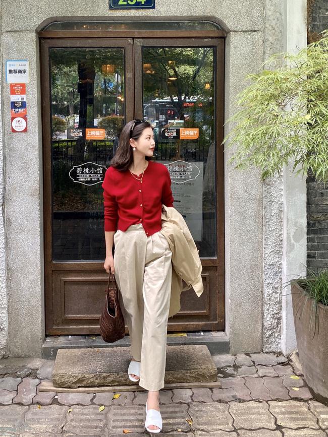 Street style Châu Á: Hội chị em lên đồ chuẩn gái Pháp, toàn blazer và cardigan nhưng nhìn sang hết nấc-15