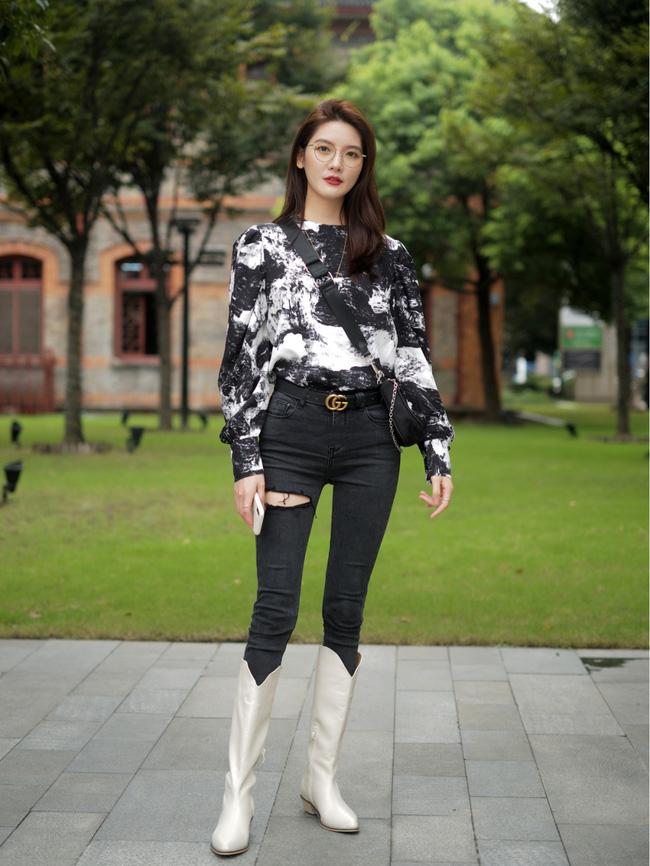 Street style Châu Á: Hội chị em lên đồ chuẩn gái Pháp, toàn blazer và cardigan nhưng nhìn sang hết nấc-2