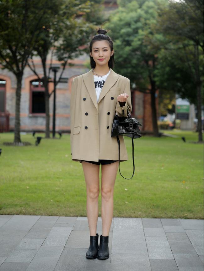 Street style Châu Á: Hội chị em lên đồ chuẩn gái Pháp, toàn blazer và cardigan nhưng nhìn sang hết nấc-8