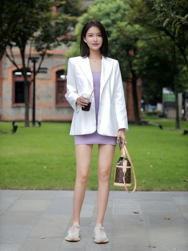Street style Châu Á: Hội chị em lên đồ chuẩn gái Pháp, toàn blazer và cardigan nhưng nhìn sang hết nấc-9