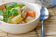 Cơm chiều nấu canh gà khoai tây cả nhà ăn hết còn đòi thêm