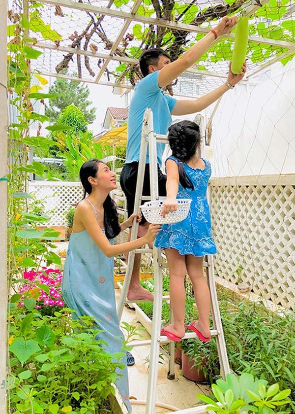 Thủy Tiên xông pha cứu trợ đồng bào Miền Trung: Phía sau người phụ nữ nhân hậu ấy là hạnh phúc được nhiều người ngưỡng mộ-12