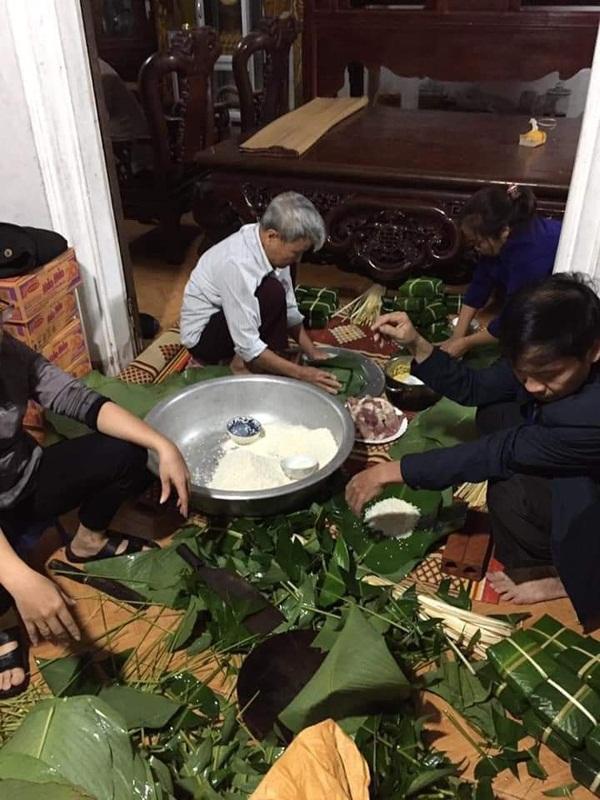 Người dân Hà Nội trắng đêm gói hàng nghìn chiếc bánh chưng tiếp tế miền Trung lũ lụt-1
